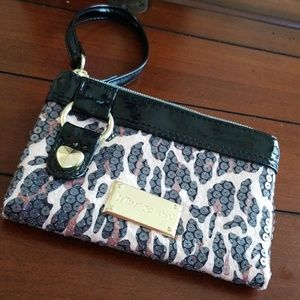 🙀 BETSEY JOHNSON WRISTLET